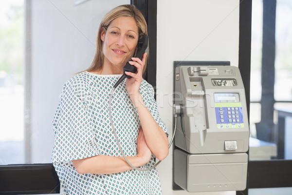 Uśmiechnięty kobiet pacjenta szpitala korytarz kobieta Zdjęcia stock © wavebreak_media