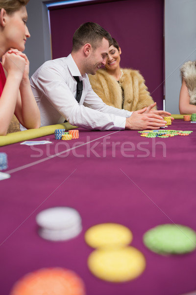 Pessoas felizes pôquer jogo cassino mulher mão Foto stock © wavebreak_media