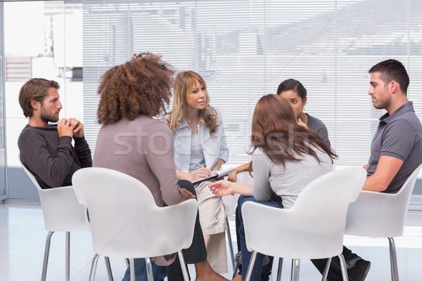 Foto d'archivio: Gruppo · terapia · seduta · cerchio · terapeuta · riunione