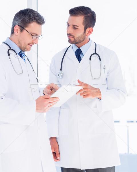 Férfi orvosok digitális tabletta orvosi iroda Stock fotó © wavebreak_media