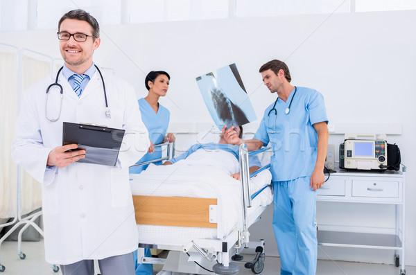 врачи пациент больницу кровать Сток-фото © wavebreak_media