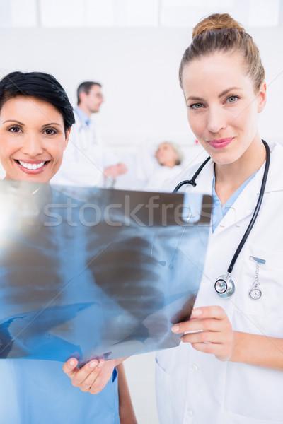 Porträt lächelnd Arzt Chirurg xray Stock foto © wavebreak_media
