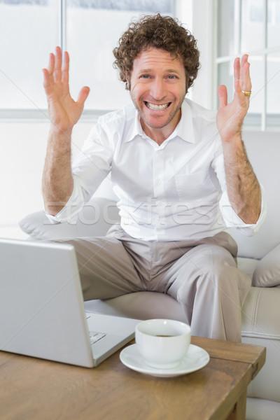 Aggódó jólöltözött férfi laptop otthon portré Stock fotó © wavebreak_media