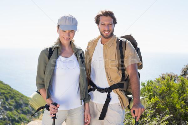 Foto stock: Caminhadas · casal · sorridente · câmera · montanha