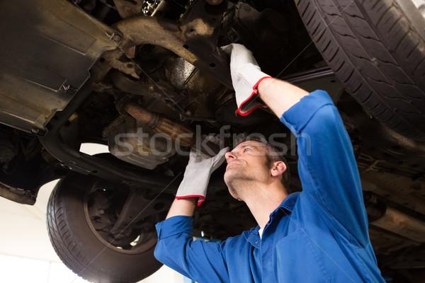メカニック 調べる 車 自動車修理 ガレージ 男 ストックフォト © wavebreak_media