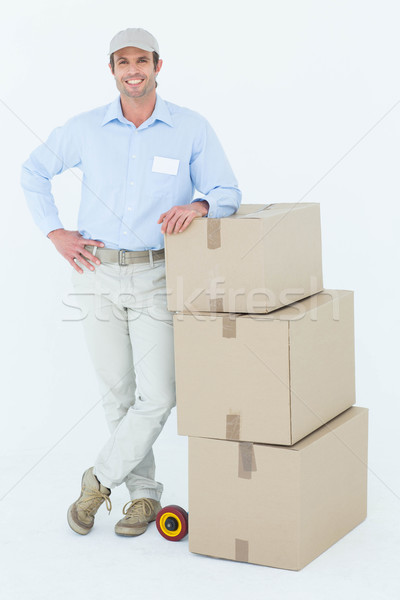 Futár dől egymásra pakolva karton dobozok portré Stock fotó © wavebreak_media