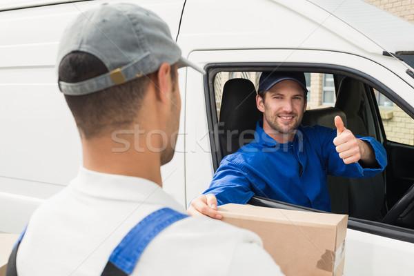 Consegna driver pacchetto cliente van fuori Foto d'archivio © wavebreak_media