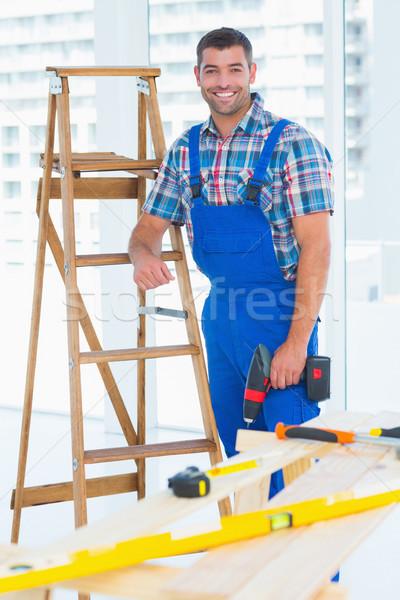 Timmerman macht boor permanente ladder bouw Stockfoto © wavebreak_media