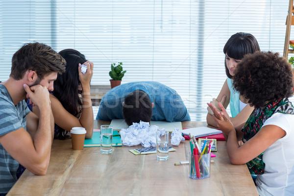 Kimerült kreatív üzleti csapat megbeszélés üzletemberek iroda Stock fotó © wavebreak_media