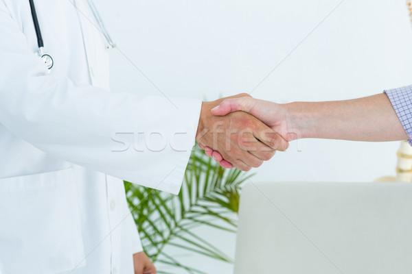 Stock fotó: Orvos · kezet · fog · beteg · orvosi · iroda · kéz