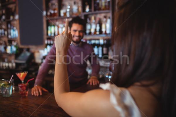 Femme boire bar tendre pub Photo stock © wavebreak_media