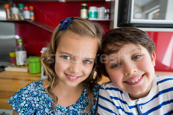 Testvérek mosolyog kamera konyha közelkép lány Stock fotó © wavebreak_media