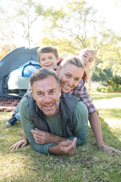 Família outro fora tenda sorridente homem Foto stock © wavebreak_media