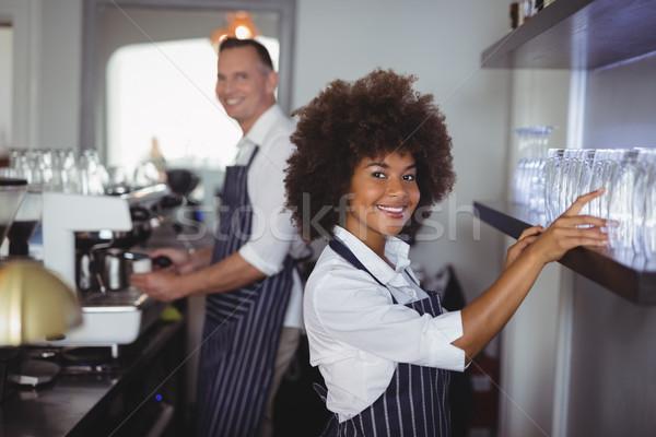 портрет счастливым официантка стекла шельфа борьбе Сток-фото © wavebreak_media