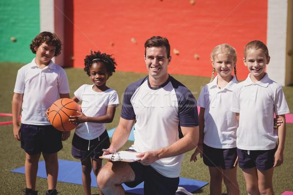 Porträt glücklich Trainer Schulkinder Mädchen Mann Stock foto © wavebreak_media