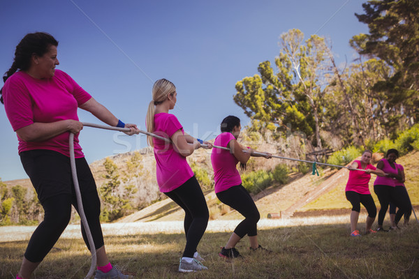Groupe femmes jouer guerre formation Photo stock © wavebreak_media
