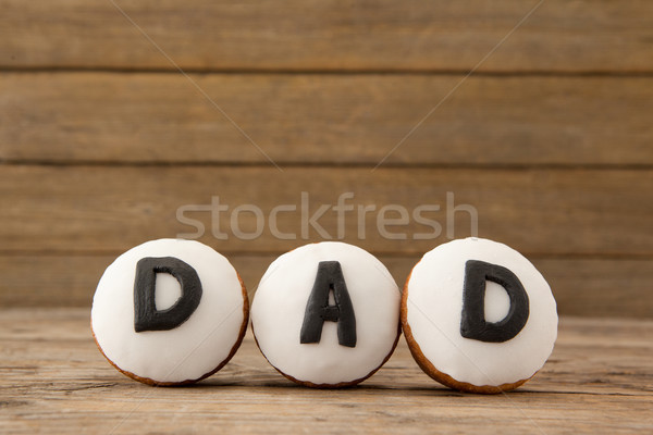 Cupcakes with text dad on arranged wooden plank Stock photo © wavebreak_media