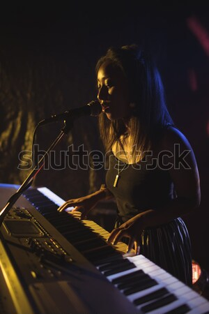 Stockfoto: Muzikant · spelen · piano · discotheek · vrouwelijke