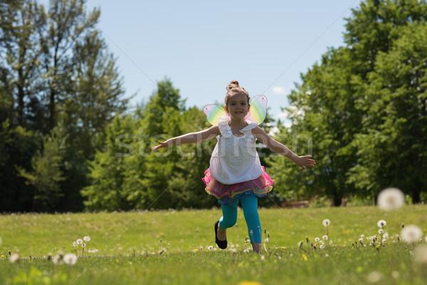Izgatott lány fut park napos idő égbolt Stock fotó © wavebreak_media
