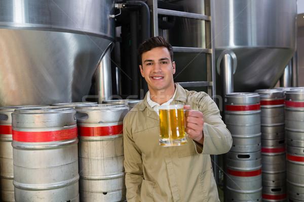 портрет улыбаясь человека пива стекла Сток-фото © wavebreak_media