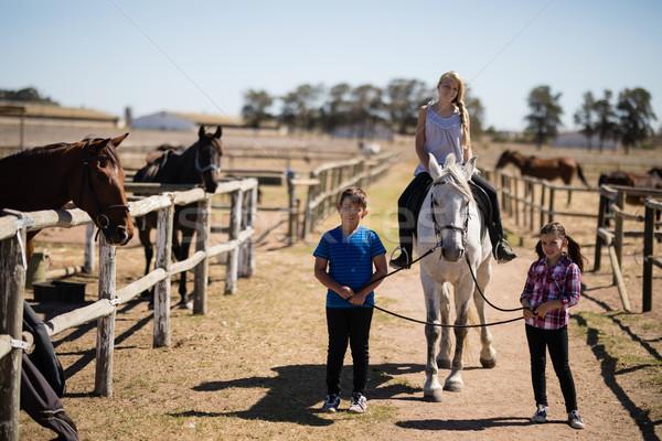 дети верховая езда лошади ранчо девушки Сток-фото © wavebreak_media