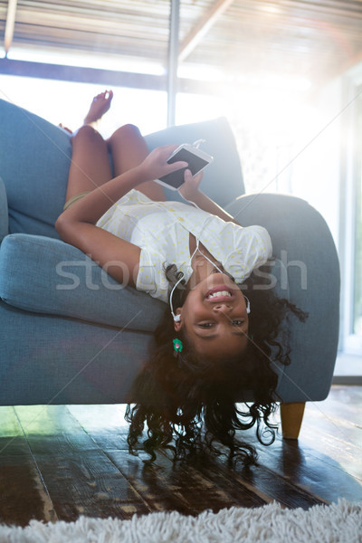 à l'envers portrait fille détente fauteuil salon Photo stock © wavebreak_media