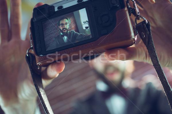 Autoportret kamery murem człowiek Zdjęcia stock © wavebreak_media