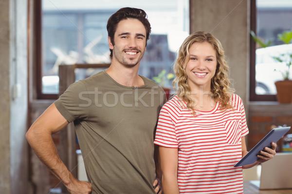 Portret radosny ludzi biznesu stałego biuro twórczej Zdjęcia stock © wavebreak_media