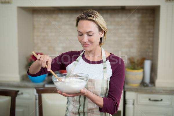 Mosolygó nő tojások búza liszt tál nő Stock fotó © wavebreak_media