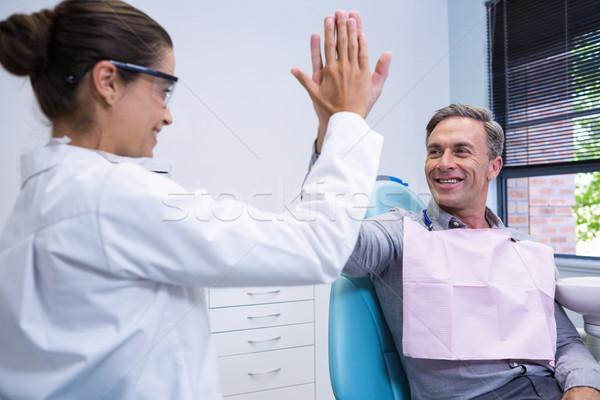Glücklich Zahnarzt High Five Mann medizinischen Klinik Stock foto © wavebreak_media