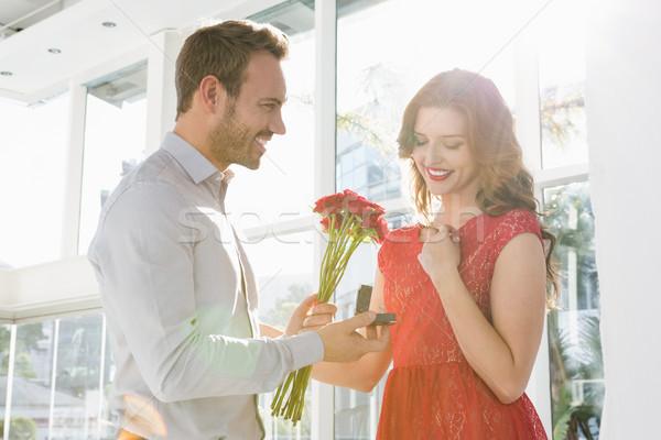 男 提供すること 花 婚約指輪 若い男 美人 ストックフォト © wavebreak_media