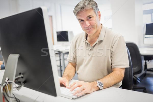 Portret gelukkig hoogleraar werken computer klas Stockfoto © wavebreak_media