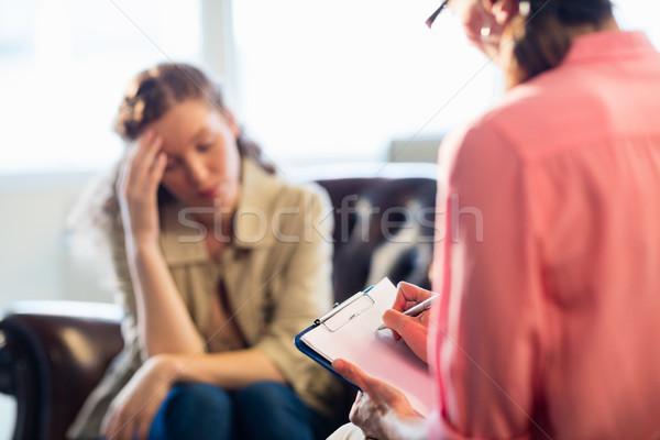 Psicologo paziente ufficio donna iscritto help Foto d'archivio © wavebreak_media