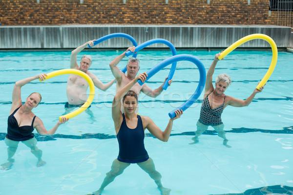 Entrenador altos piscina mujer Foto stock © wavebreak_media