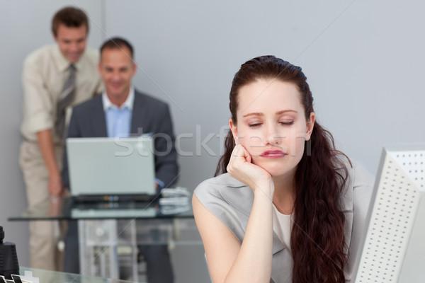 Cansado mujer de negocios dormir escritorio oficina negocios Foto stock © wavebreak_media