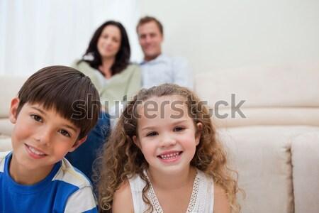 Kleines Mädchen Geheimnis Bruder Frau Lächeln Gesicht Stock foto © wavebreak_media