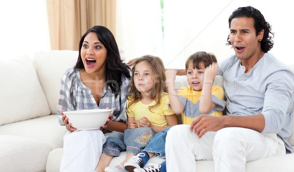 Aranyos testvérek néz tv szülők nappali Stock fotó © wavebreak_media