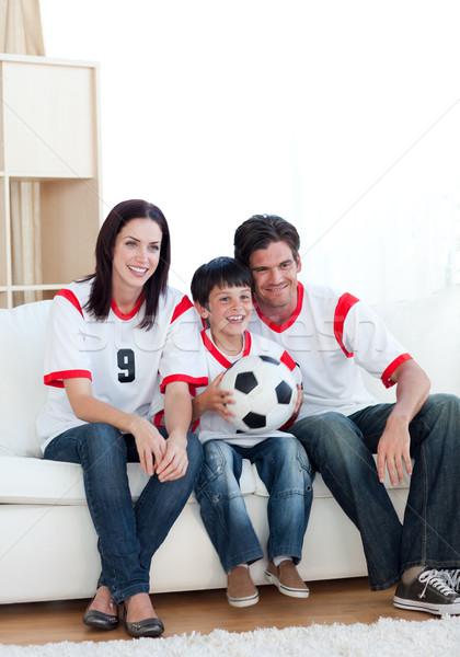 Alegre jovem família assistindo futebol combinar Foto stock © wavebreak_media