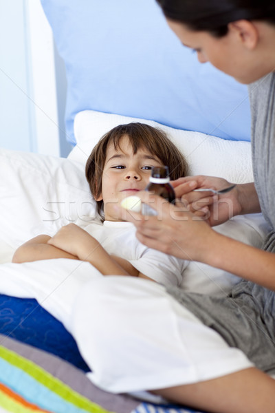 Madre hijo tos medicina mano salud Foto stock © wavebreak_media