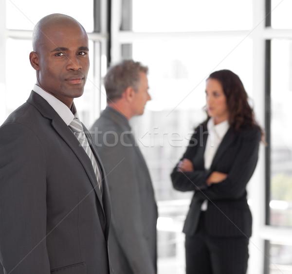 Sério negócio líder olhando câmera equipe Foto stock © wavebreak_media