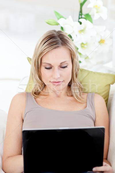 濃縮された 女性 ノートパソコン ソファ 幸せ キーボード ストックフォト © wavebreak_media