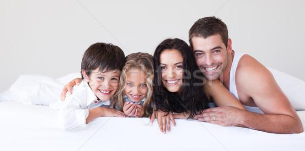 привязчивый родителей детей кровать улыбаясь камеры Сток-фото © wavebreak_media