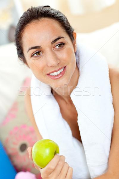 Hispânico mulher toalha maçã Foto stock © wavebreak_media