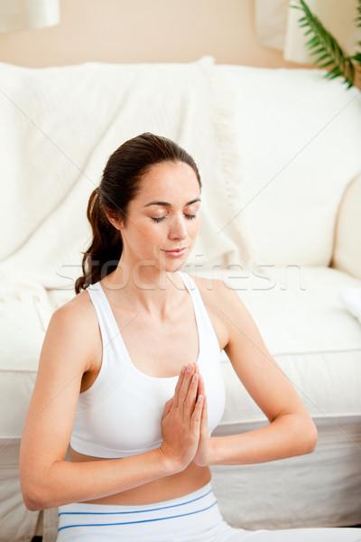 Koncentrált spanyol nő meditál nappali otthon Stock fotó © wavebreak_media