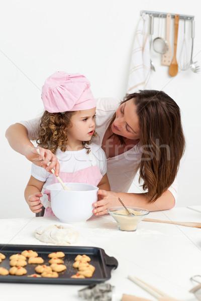Attentif mère apprentissage fille Cook cuisine Photo stock © wavebreak_media