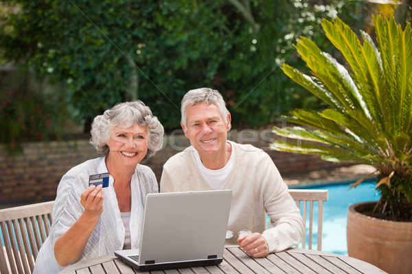 Aposentados casal compra algo internet negócio Foto stock © wavebreak_media