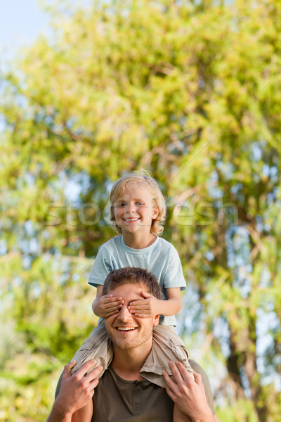 Feliz padre hijo a cuestas sonrisa amor Foto stock © wavebreak_media