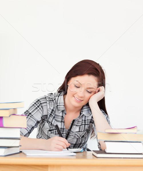 Atrakcyjny szczęśliwy dziewczyna studia badanie biurko Zdjęcia stock © wavebreak_media