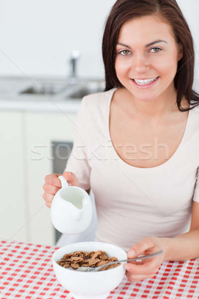 Foto stock: Retrato · morena · leite · cereal · cozinha