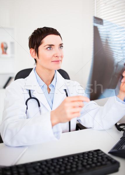 Ritratto medico guardando Xray ufficio sorriso Foto d'archivio © wavebreak_media